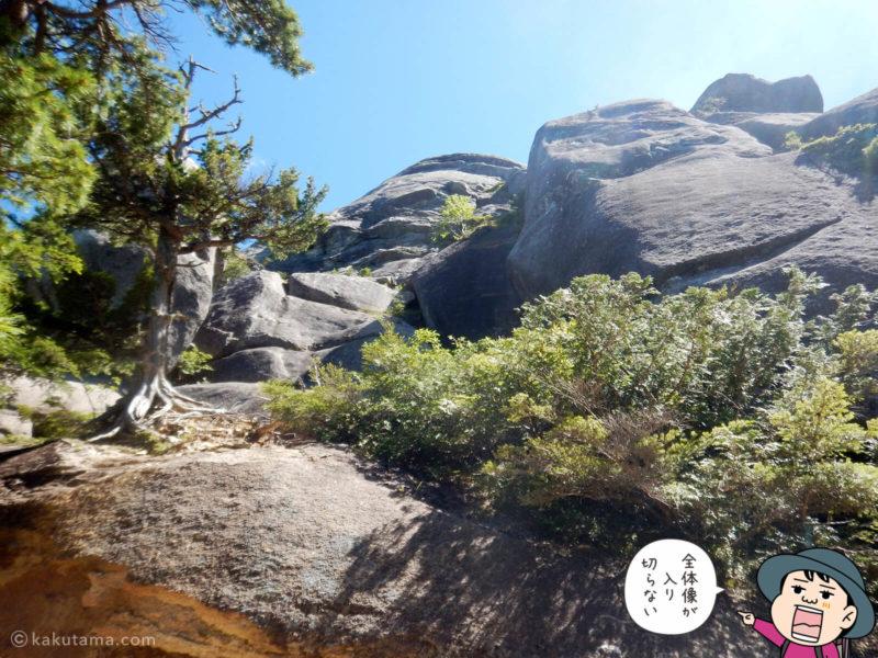 大きすごて全体が撮れない大日岩