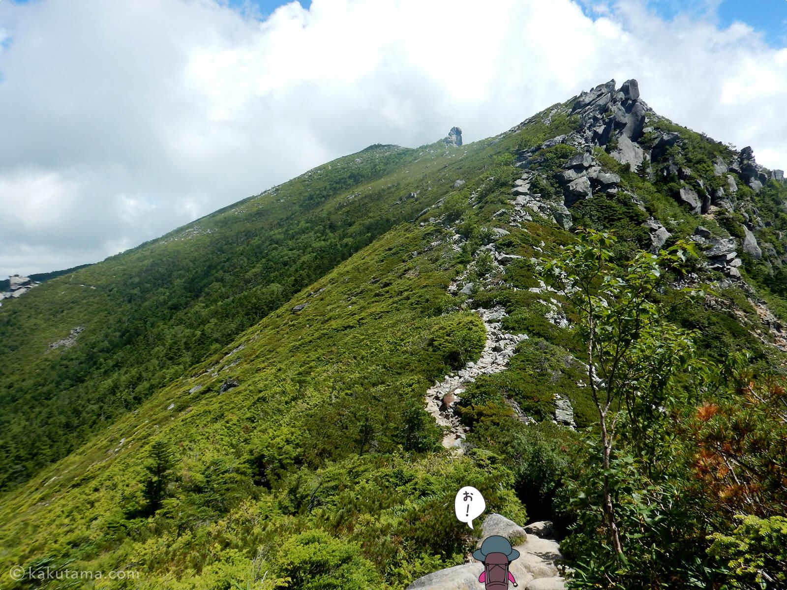 砂払ノ頭から金峰山へ向かってあるき出す4