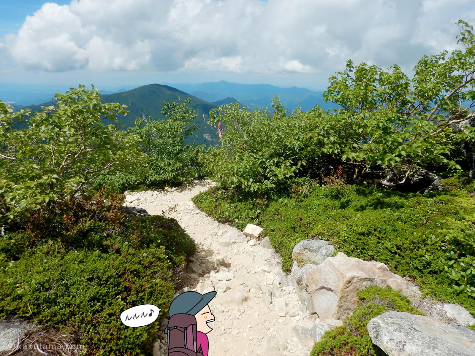 金峰山から賽の河原へ向かって歩き出す2