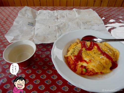 三俣山荘の食堂のオムライス
