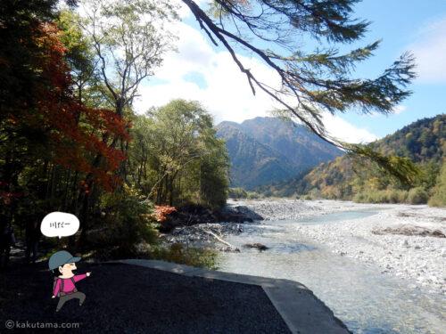 穂高連峰と川