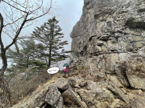 屏風岩沿いを歩く