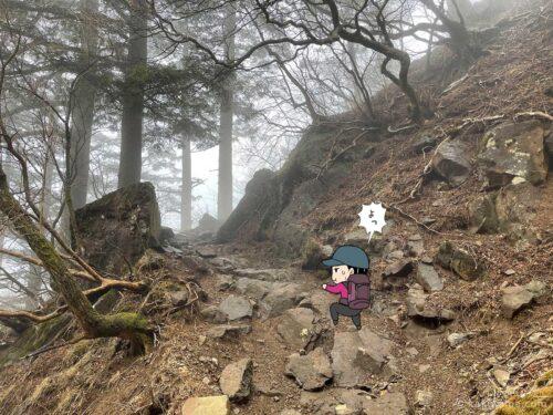 三ツ峠山頂へ向かって進む1