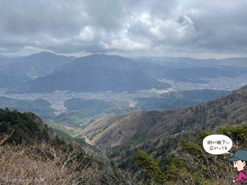 三ツ峠山荘から下界を見る