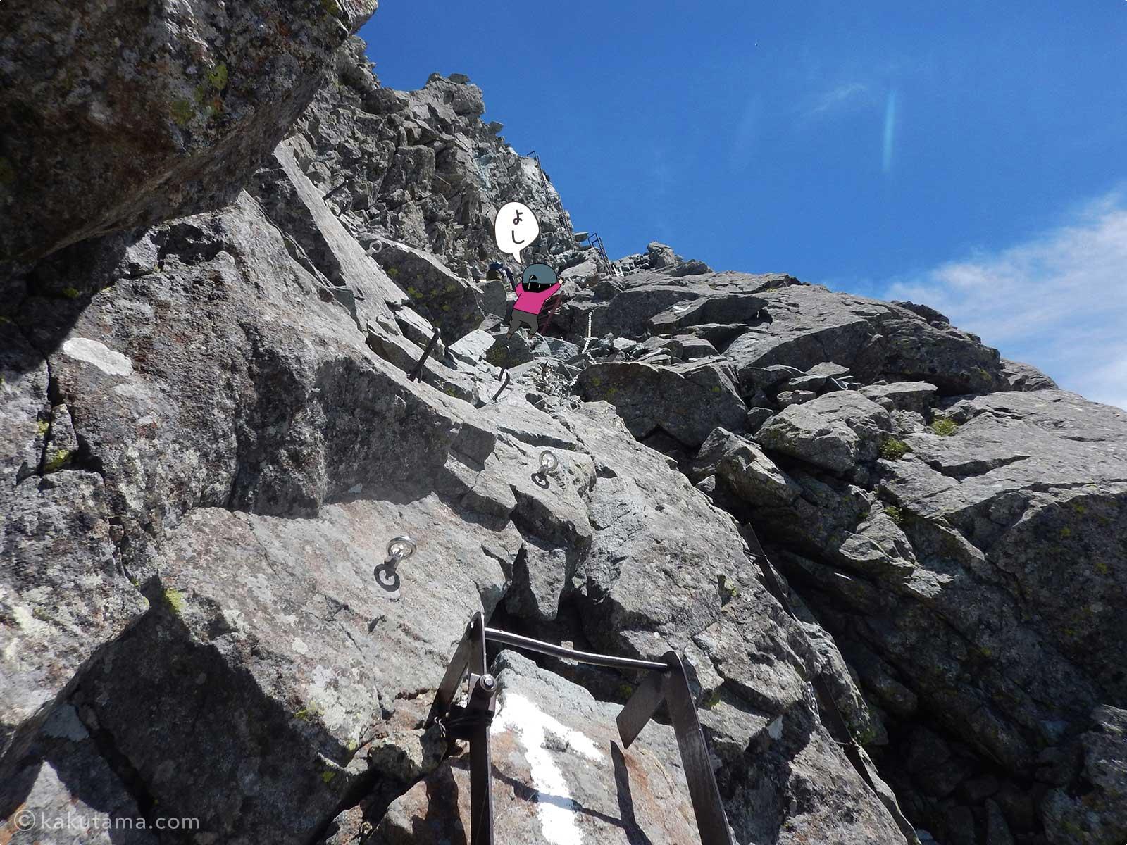 槍ヶ岳の岩場を登っていく3