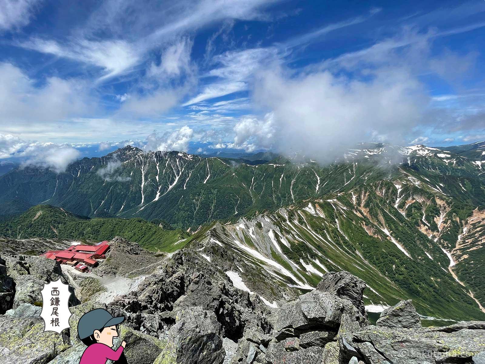 槍ヶ岳山頂から西鎌尾根を見る