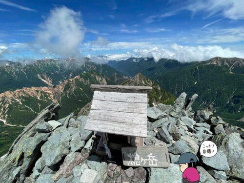 槍ヶ岳山頂の祠と記念撮影