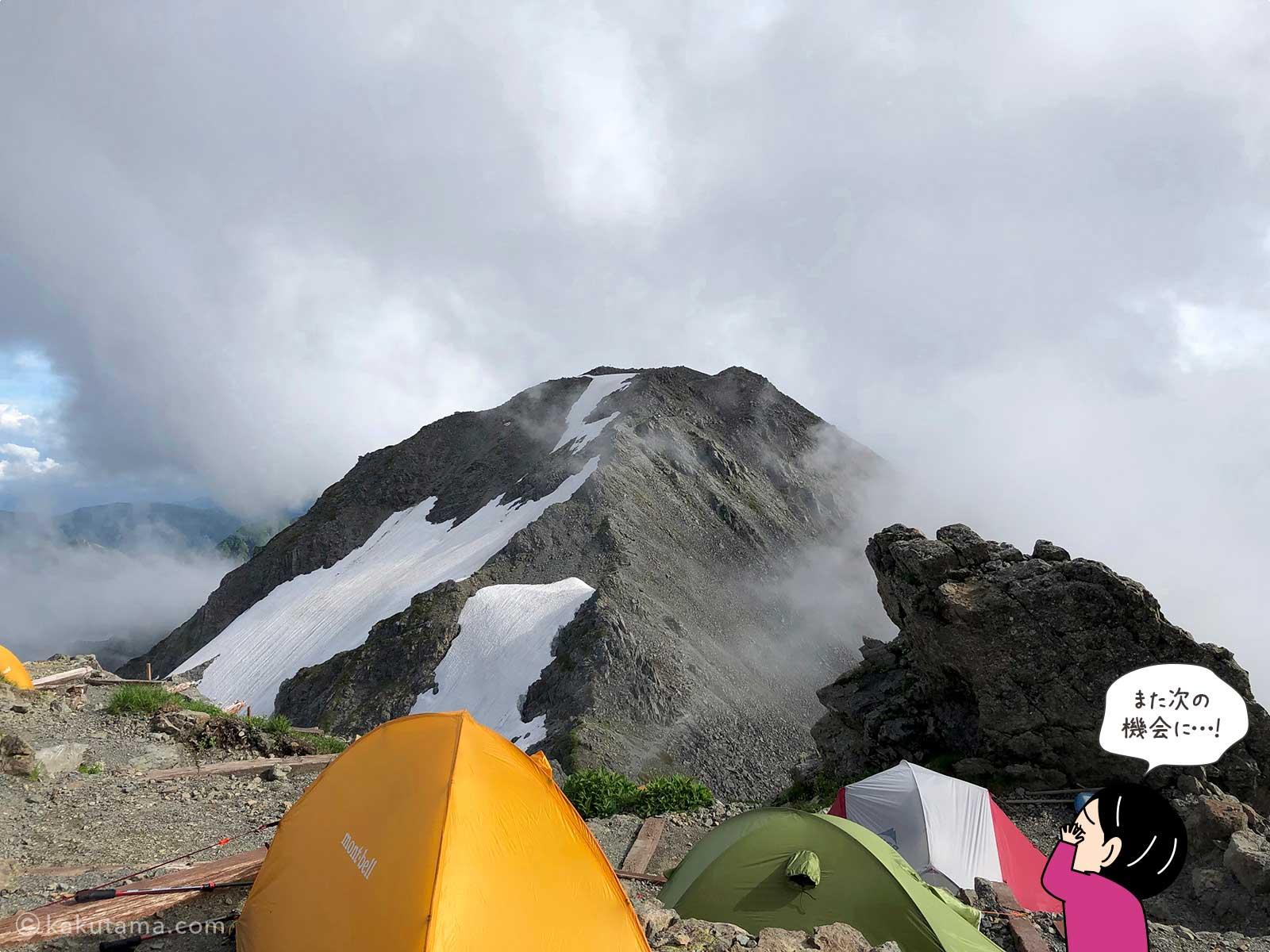 槍ヶ岳山荘テント場から大喰岳を見る