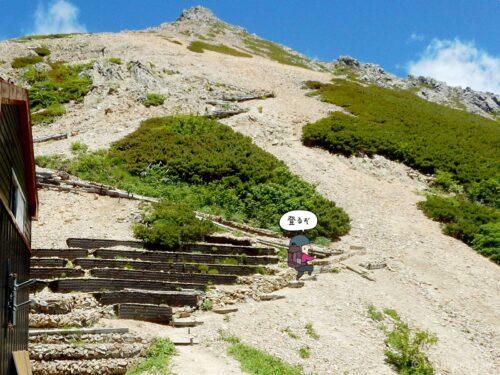 大天井ヒュッテから大天荘へ向かって登り始める