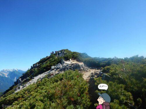 大下りの頭から燕山荘までの登山道を歩く1